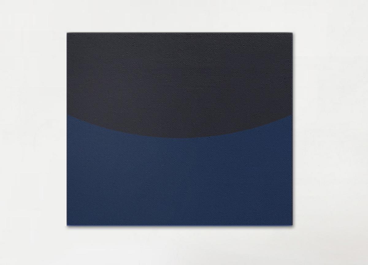 black on blue, 2018 oil on canvas, 83 X 100 cm